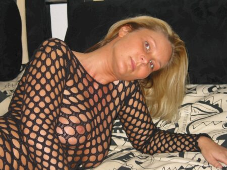 Femme coquine dominante pour libertin qui aime la soumission