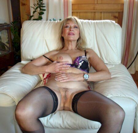 Recherche un homme endurant qui aimerait un plan sexe cougar