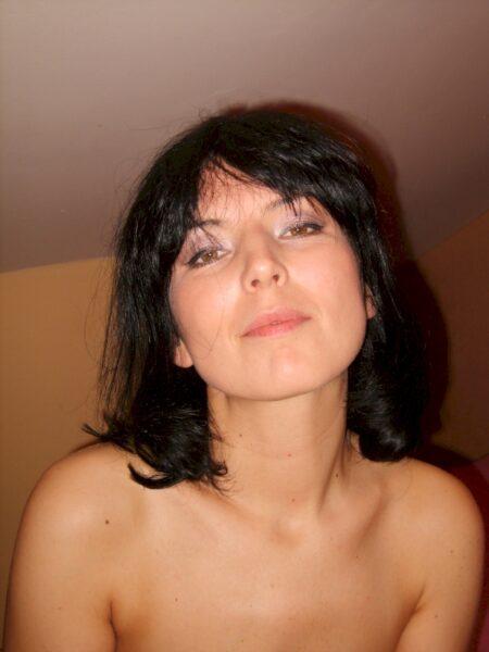 Une femme mature coquine sur le 28 pour une bonne rencontre